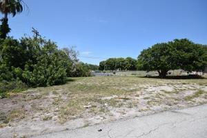 205 Seacrest Lane  Delray Beach, FL 33444