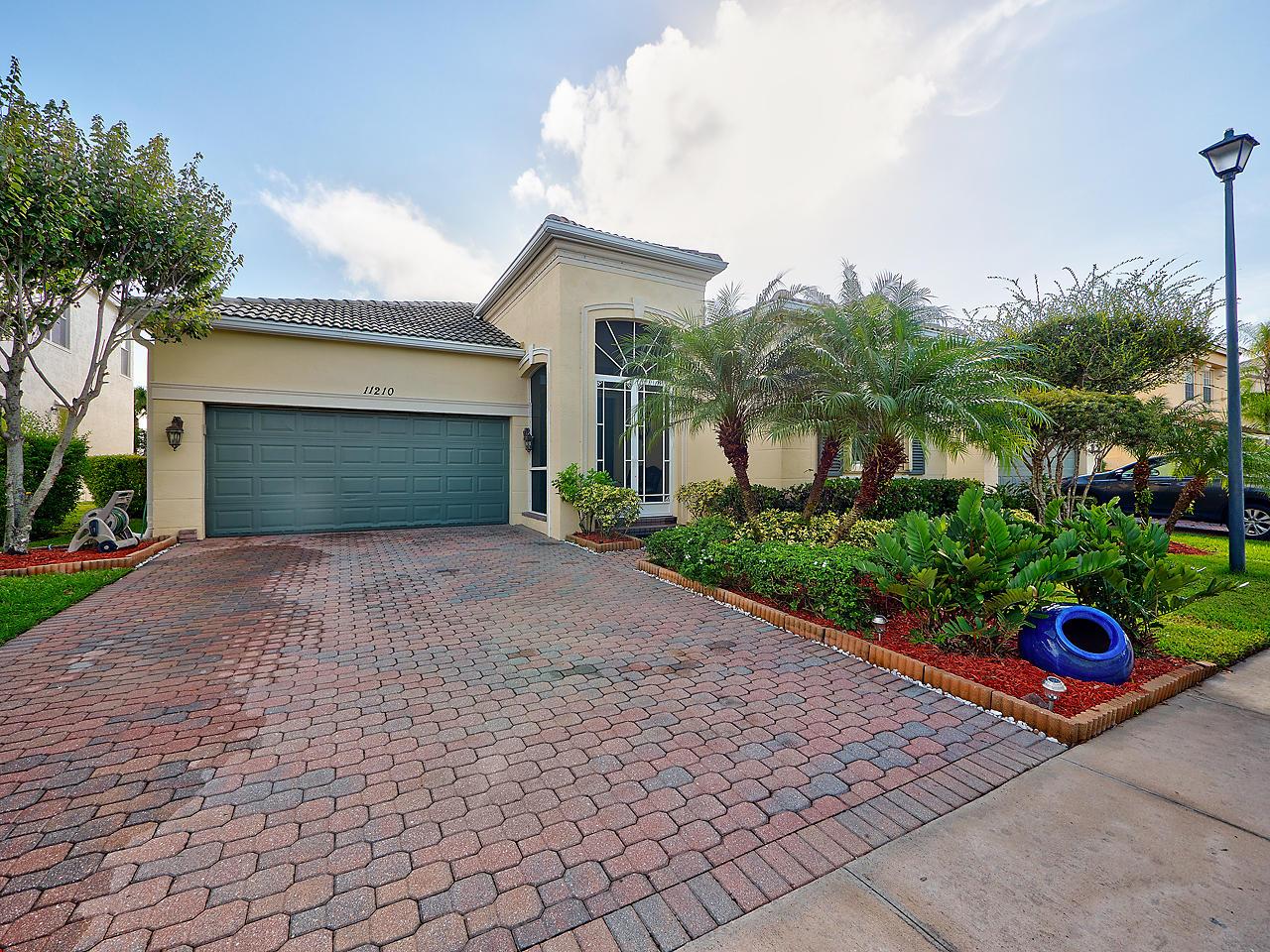 11210 SW Kingslake Circle - Port St Lucie, Florida