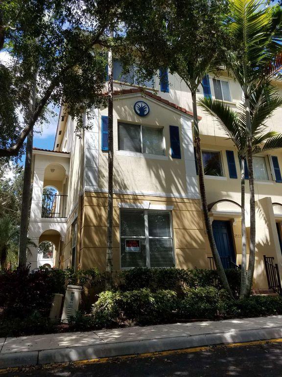 2913 S Greenleaf Circle Boynton Beach, FL 33426