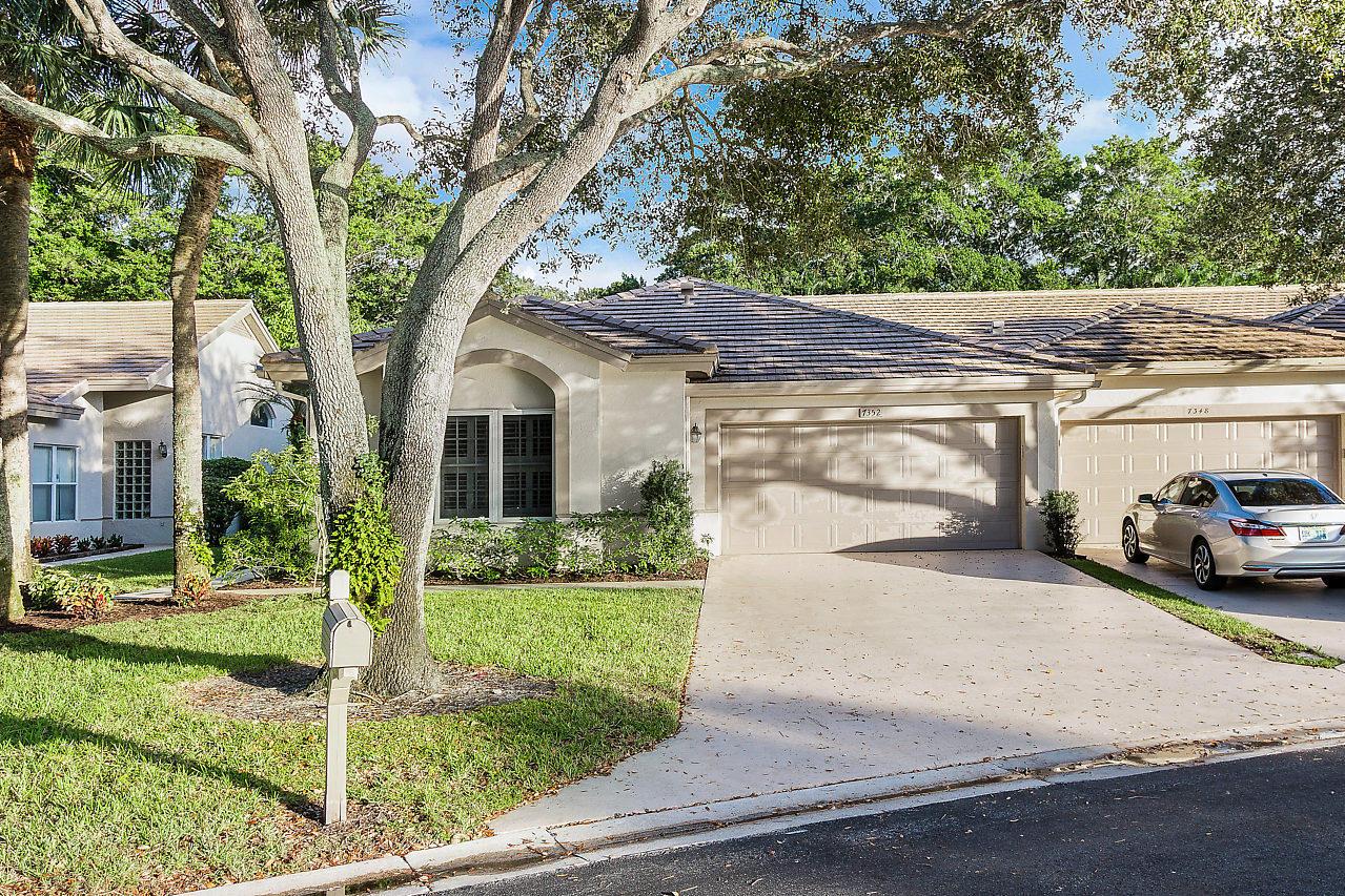 7352 Rockbridge Circle Lake Worth, FL 33467