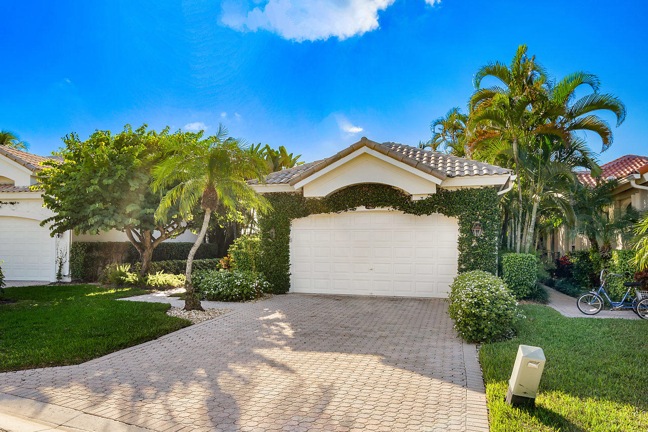 Home for sale in CHUKKER COVE P B POLO & CNTRY CLUB WELL Wellington Florida