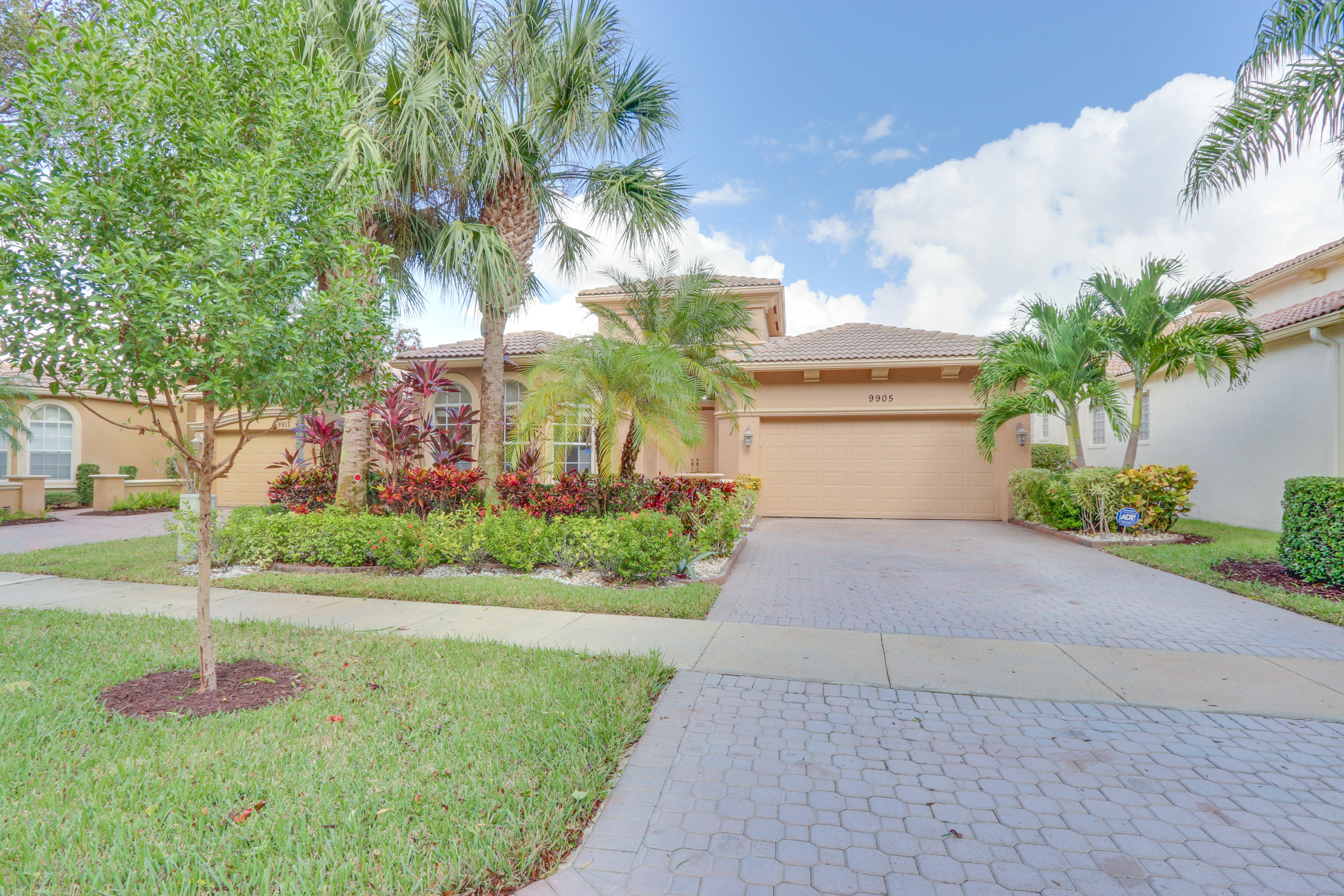 BUENA VIDA home 9905 Via Grande Wellington FL 33411