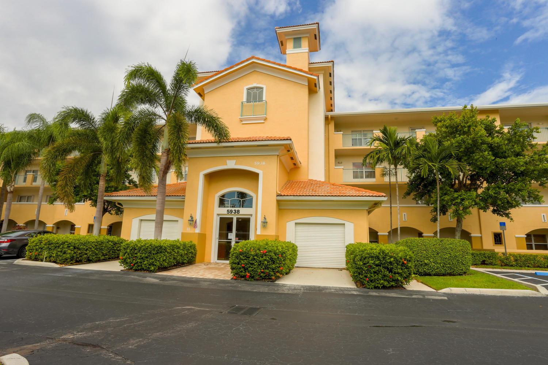 5938 Crystal Shores Drive 302 Boynton Beach, FL 33437