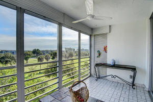 Property for sale at 3900 Oaks Clubhouse Drive Unit: 503, Pompano Beach,  Florida 33069