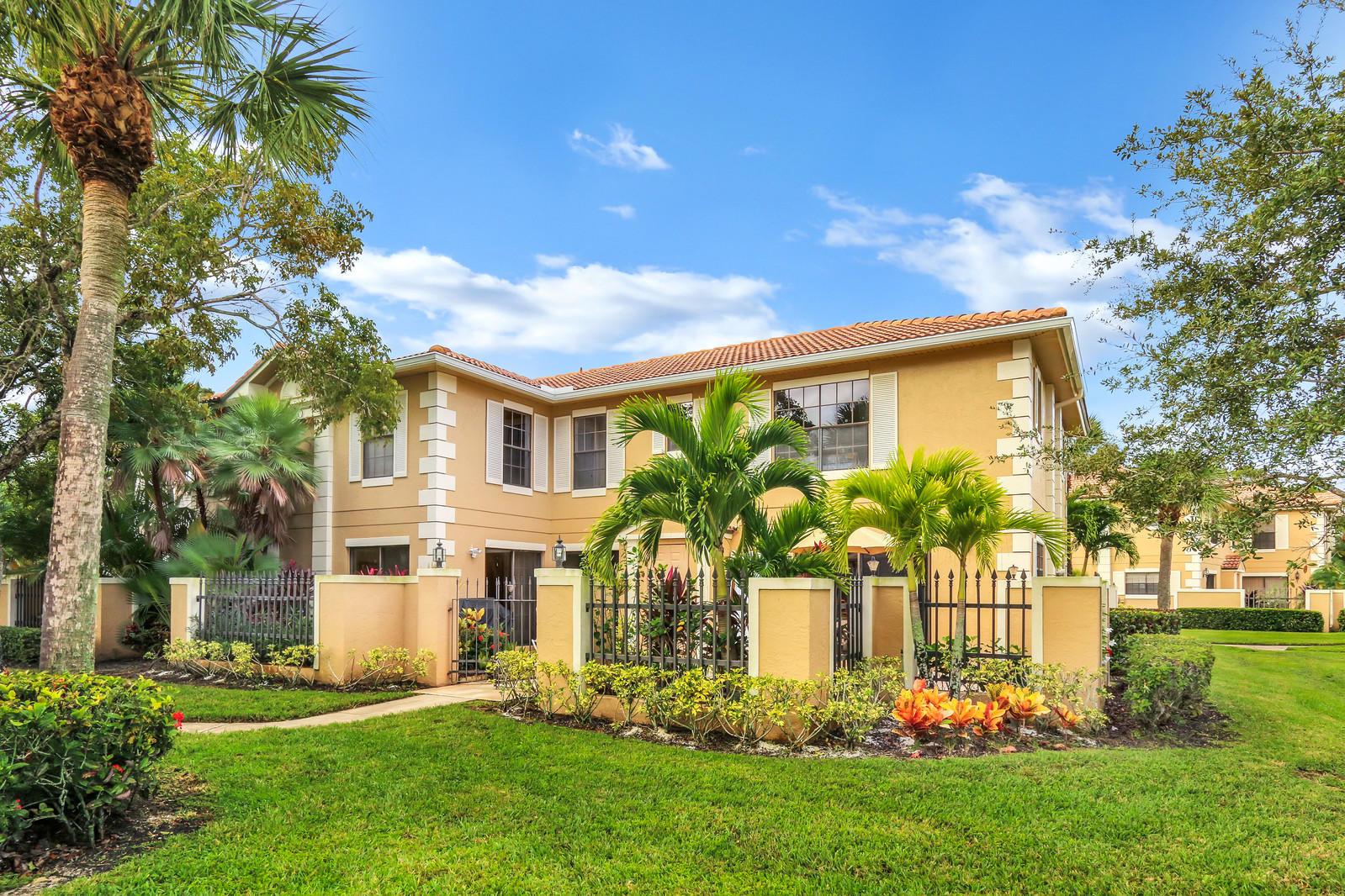 390 Prestwick Circle 1, Palm Beach Gardens, Florida 33418, 3 Bedrooms Bedrooms, ,3 BathroomsBathrooms,F,Townhouse,Prestwick,RX-10482819