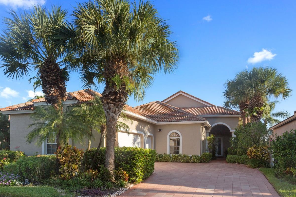 10810 Greenbriar Villa Drive Wellington, FL 33449