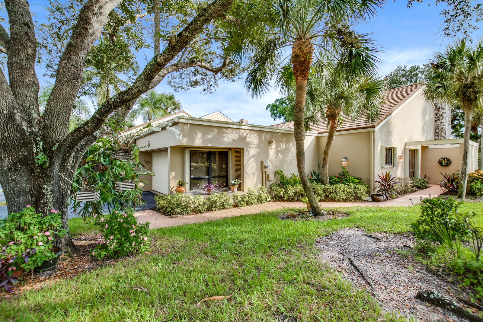 Home for sale in VILLAS OF THURSTON Palm Beach Gardens Florida