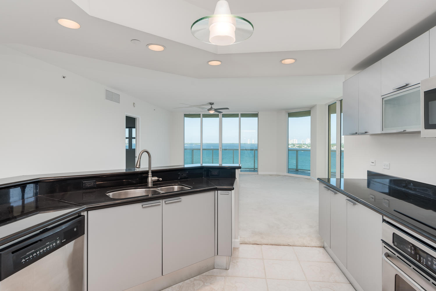 2650 Lake Shore Drive 706, Riviera Beach, Florida 33404, 3 Bedrooms Bedrooms, ,3.1 BathroomsBathrooms,A,Condominium,Lake Shore,RX-10483697