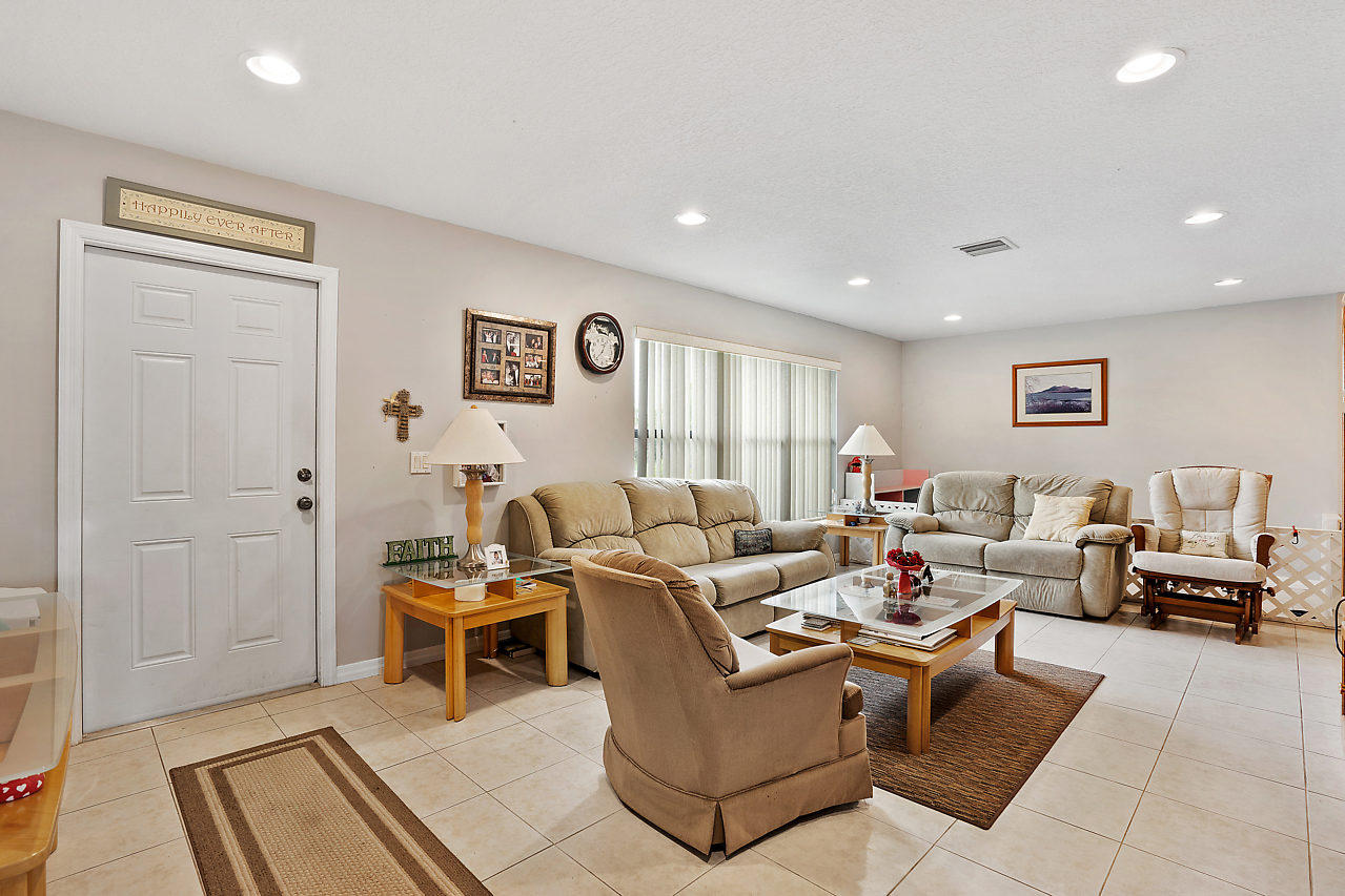 206 Martin Circle Royal Palm Beach, FL 33411 photo 9