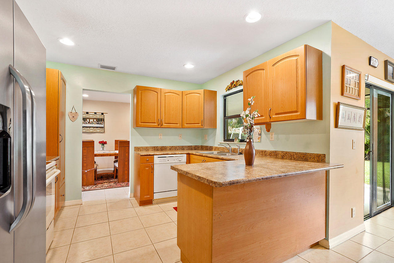 206 Martin Circle Royal Palm Beach, FL 33411 photo 14