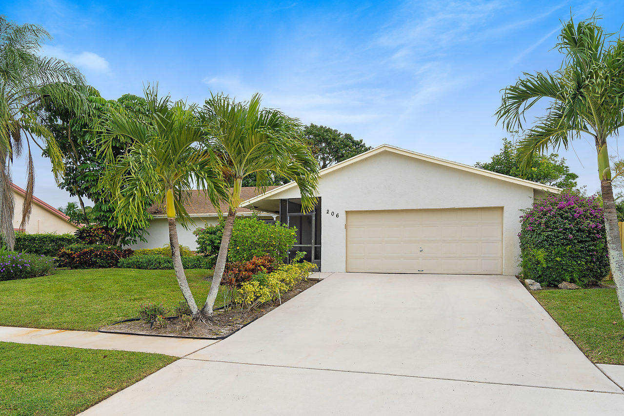 206 Martin Circle Royal Palm Beach, FL 33411 photo 2