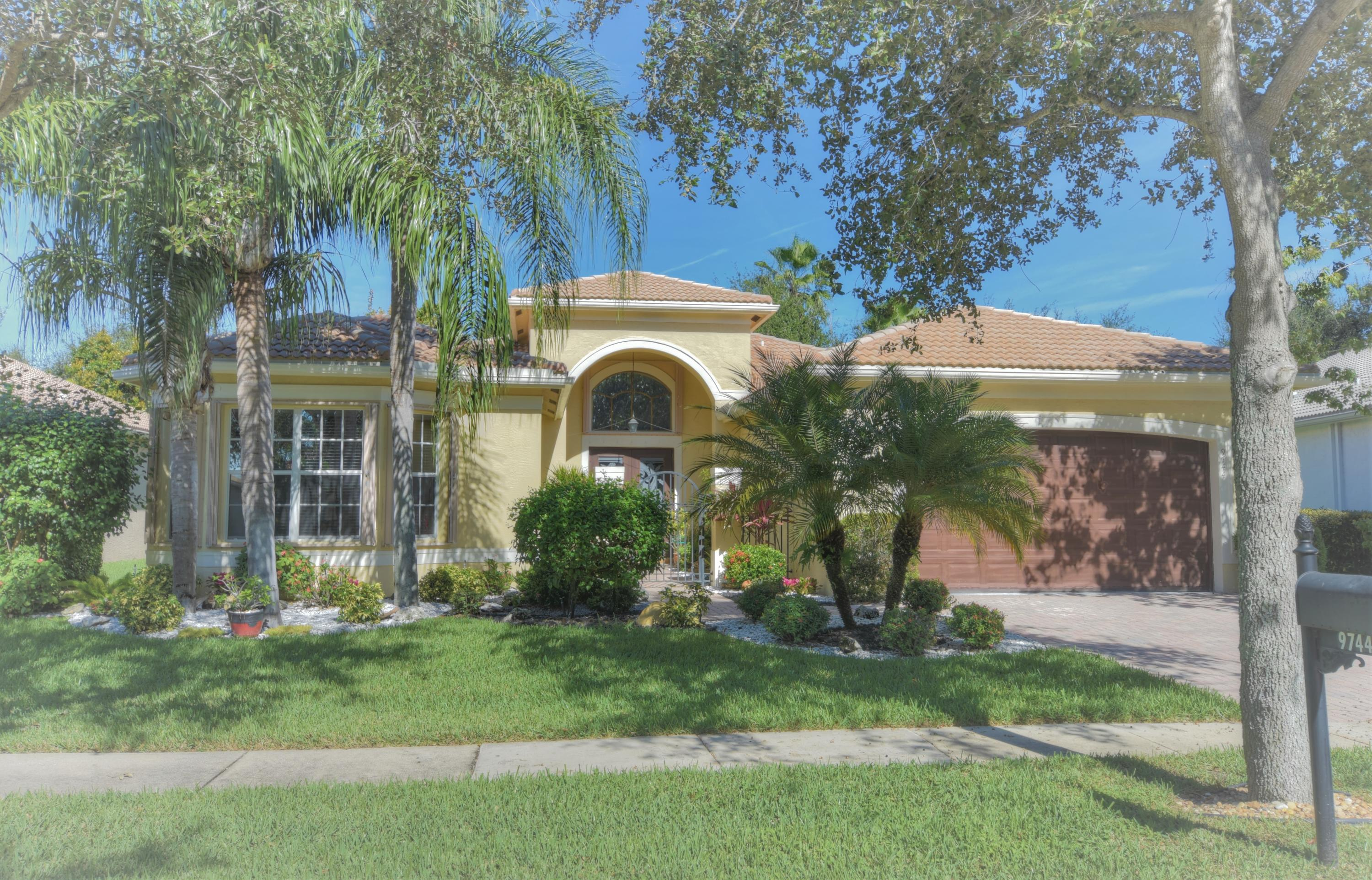 VALENCIA PALMS home 9744 Baywood Park Lane Delray Beach FL 33446