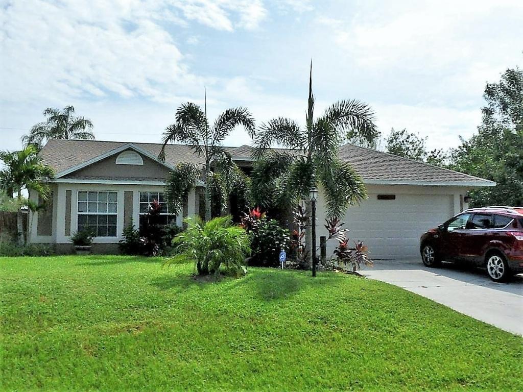 1825 SW Salvatierra Boulevard - Port St Lucie, Florida