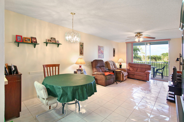 6795 Huntington Lane 202  Delray Beach, FL 33446