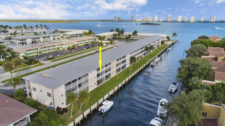 Home for sale in SANDPIPER CONDO North Palm Beach Florida