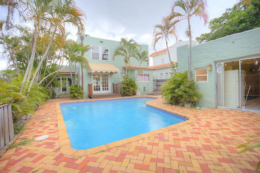 835 30th Court West Palm Beach, FL 33407