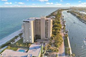 Property for sale at 1021 Hillsboro Mile Unit: 305, Hillsboro Beach,  Florida 33062