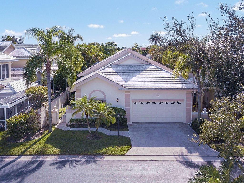 242 Canterbury Circle, Palm Beach Gardens, Florida 33418, 3 Bedrooms Bedrooms, ,2 BathroomsBathrooms,A,Single family,Canterbury,RX-10486209