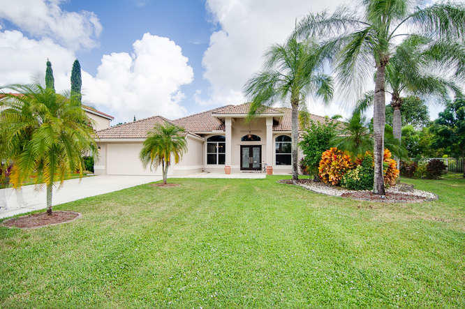 5609 Lake Shore Village Circle Lake Worth, FL 33463