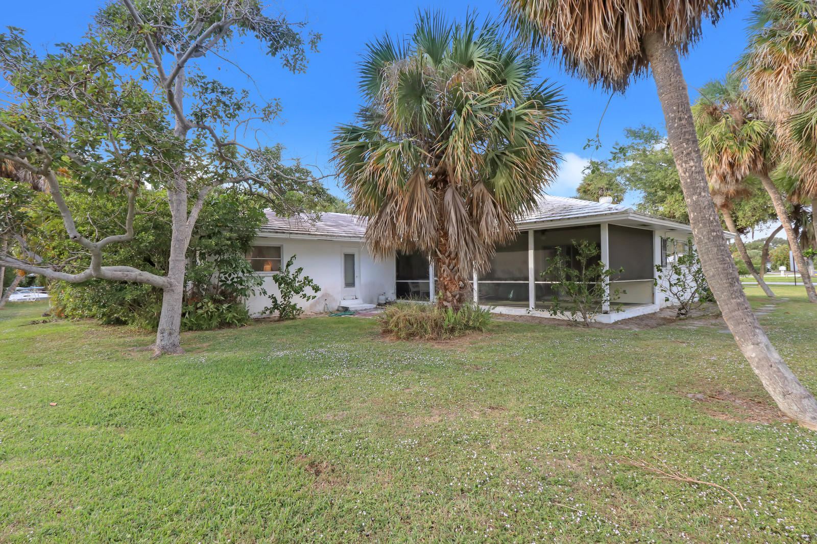 11721 Lake Shore Place, North Palm Beach, Florida 33408, 4 Bedrooms Bedrooms, ,3 BathroomsBathrooms,A,Single family,Lake Shore,RX-10481726