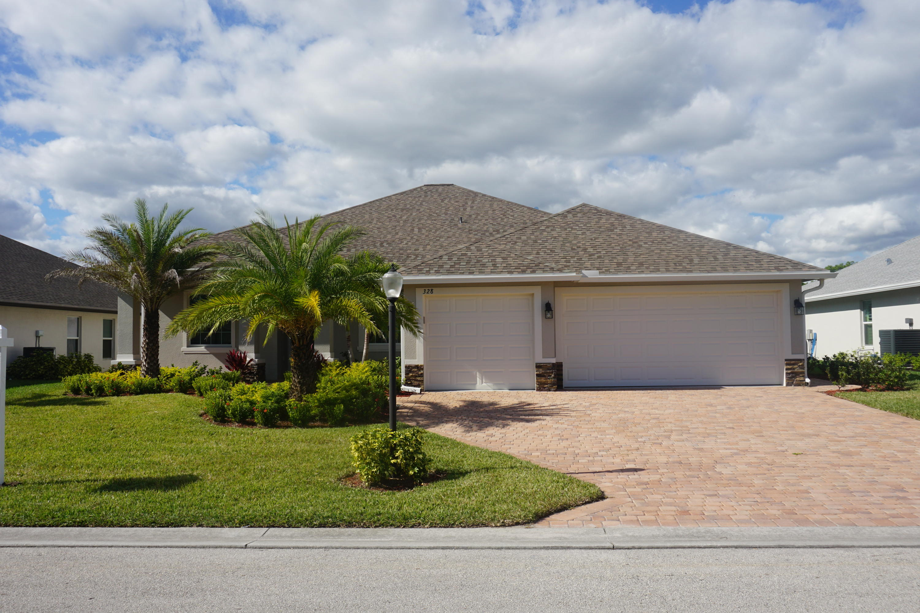 328 SW Vista Lake Drive, Port Saint Lucie, Florida