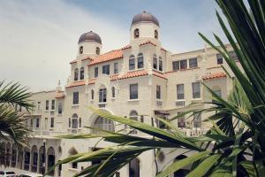 Palm Beach Hotel Cond Decl 2-12-81