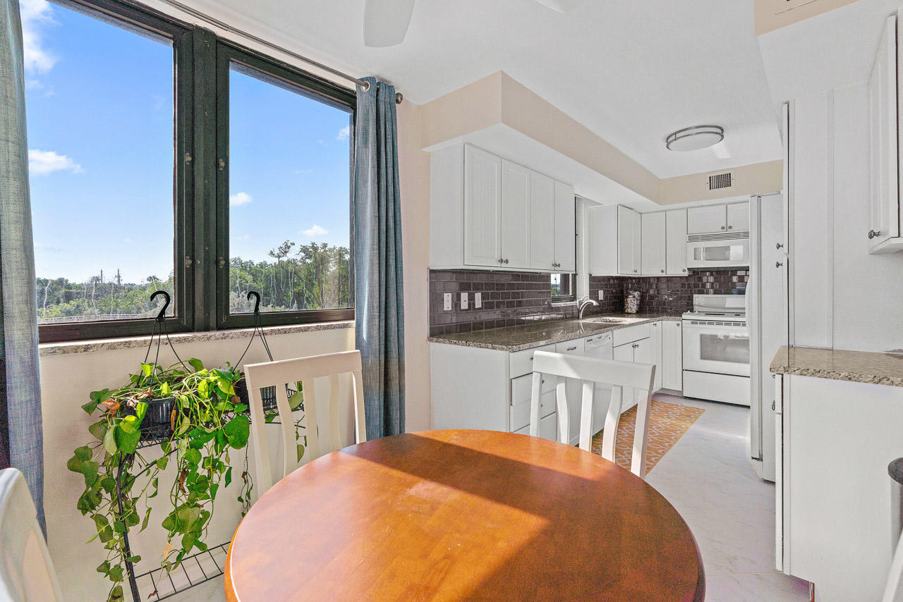 5380 Ocean Drive 2-A, Singer Island, Florida 33404, 2 Bedrooms Bedrooms, ,2 BathroomsBathrooms,A,Condominium,Ocean,RX-10488589