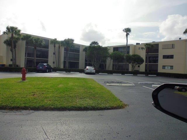 5130 Las Verdes Circle 219 Delray Beach, FL 33484 photo 2