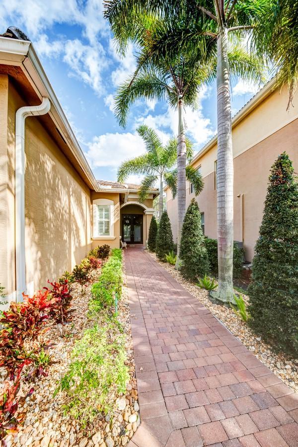 8057 Emerald Winds Circle Boynton Beach, FL 33473 photo 3