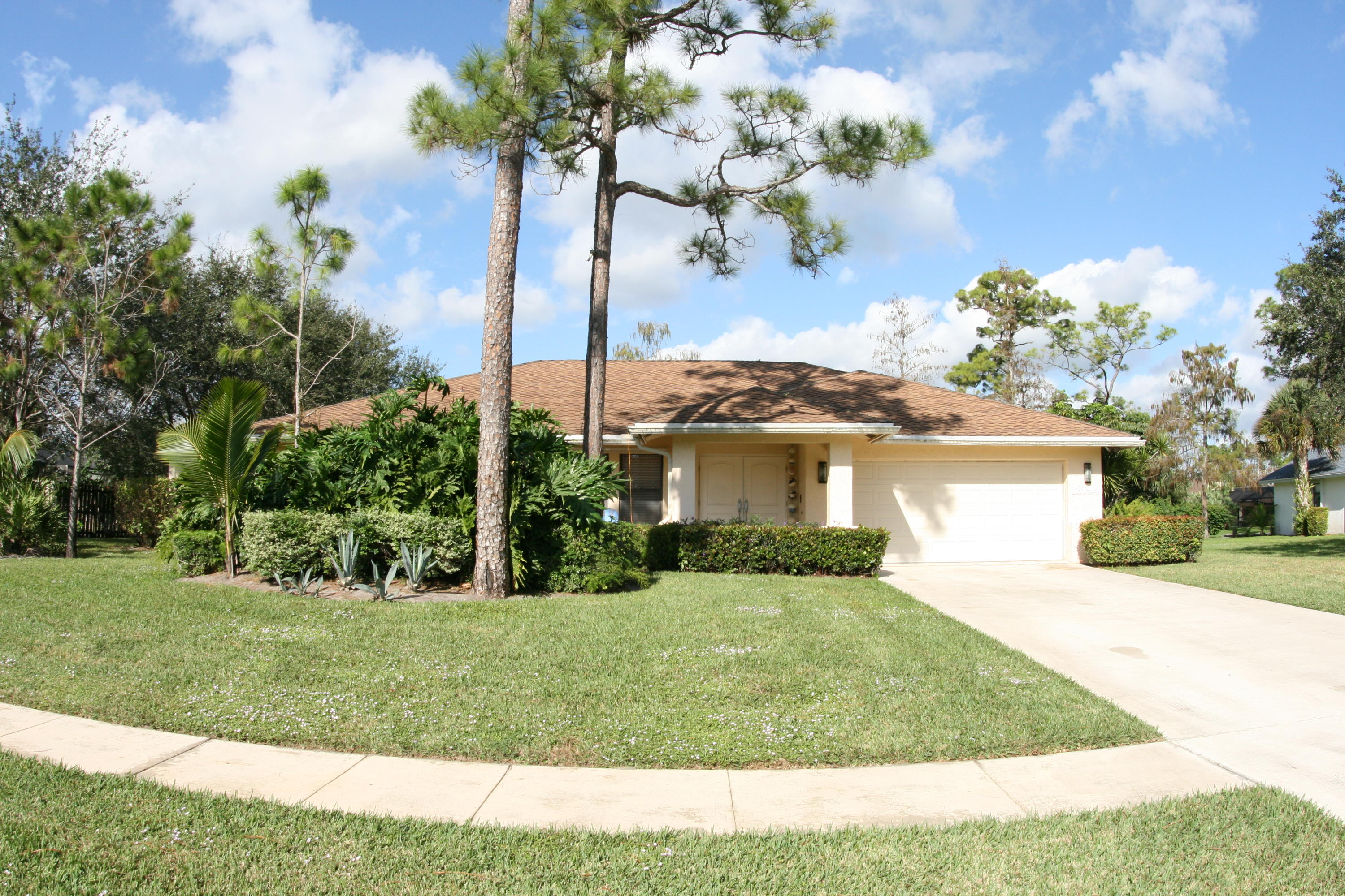Home for sale in PINEWOOD GROVE OF WELLINGTON Wellington Florida