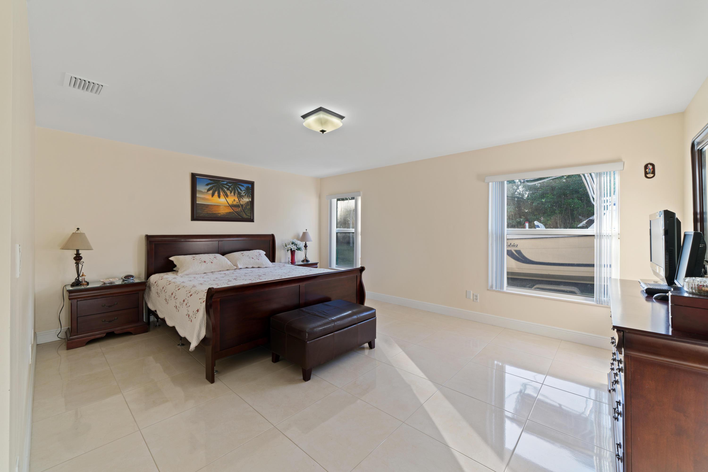 277 Via Hermosa West Palm Beach, FL 33415 photo 18