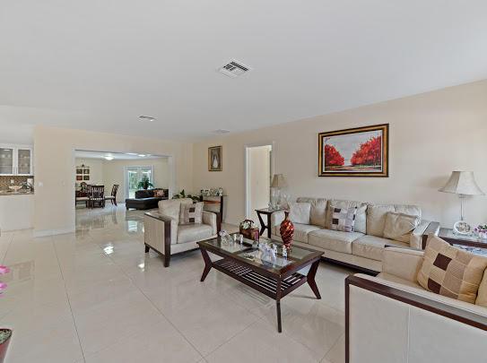 277 Via Hermosa West Palm Beach, FL 33415 photo 12