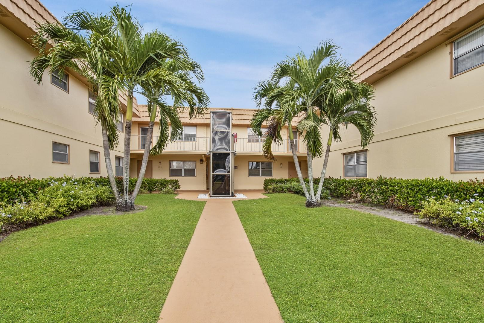 229 Saxony E Delray Beach, FL 33446 photo 1