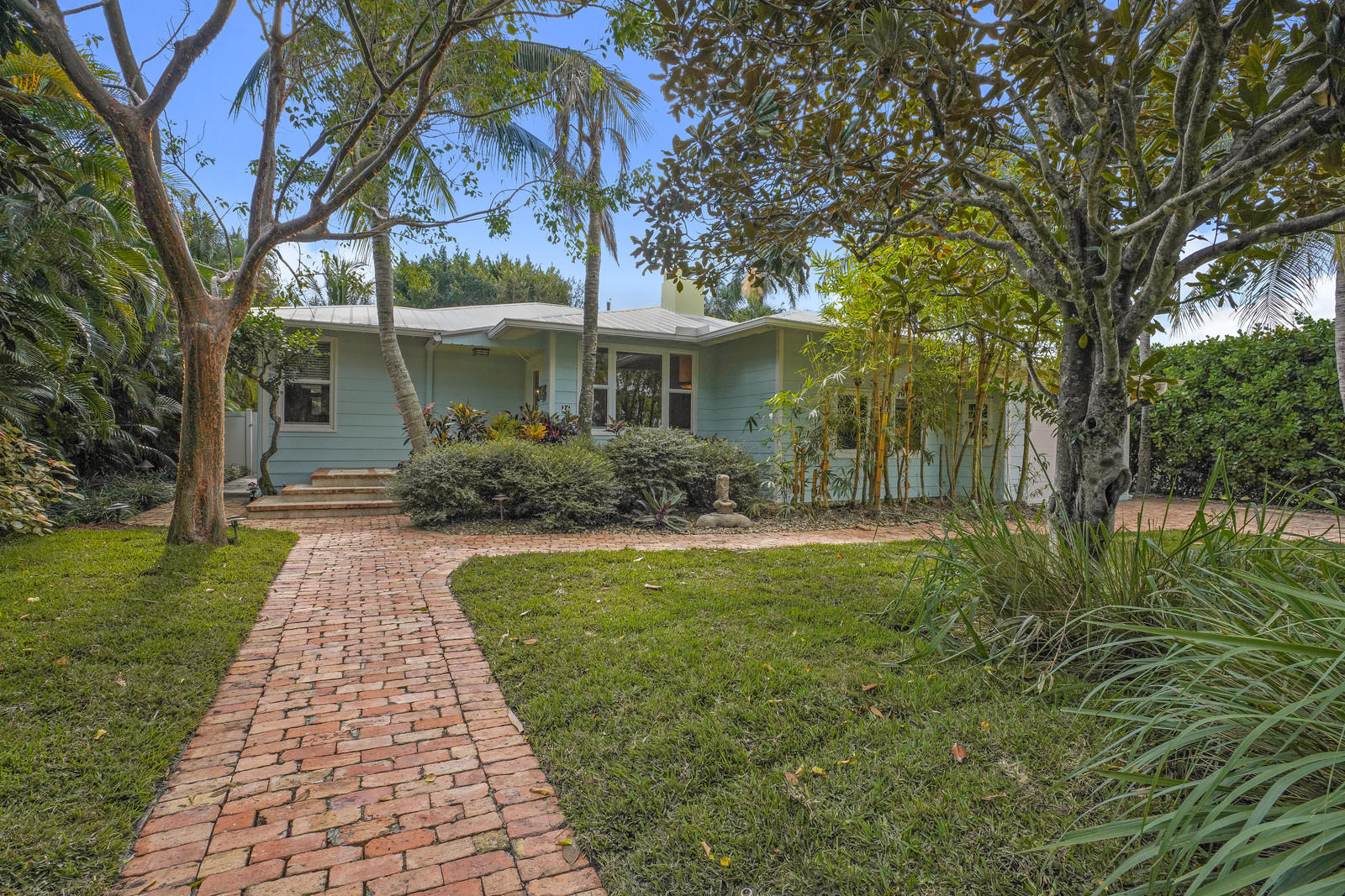 Home for sale in Pineridge Heights Delray Beach Florida