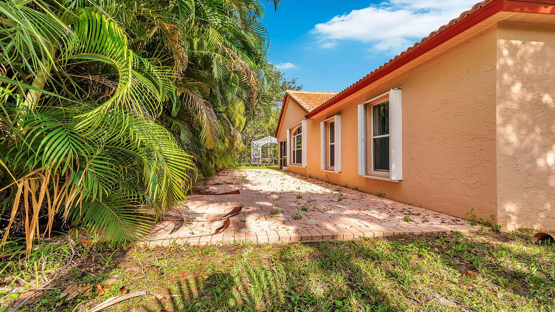 7052 Galleon Cove Riviera Beach, FL 33418 photo 27