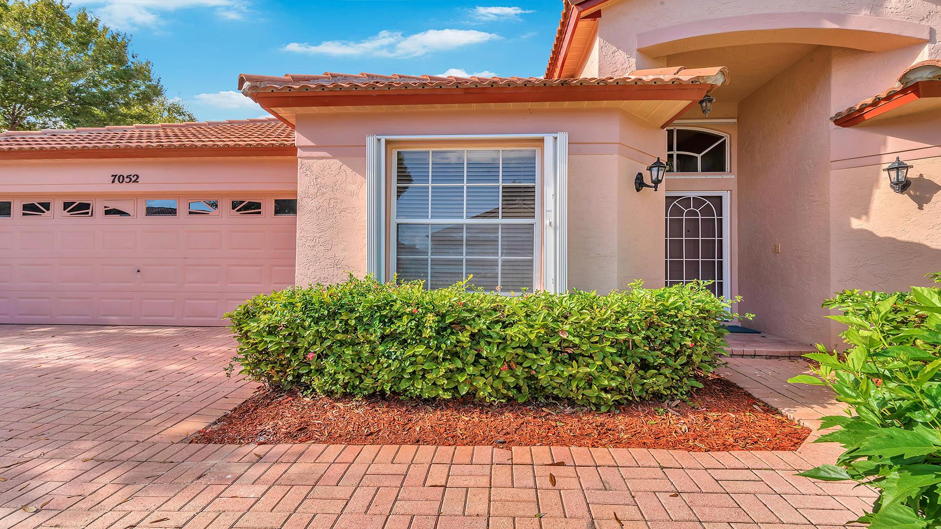 7052 Galleon Cove Riviera Beach, FL 33418 photo 2