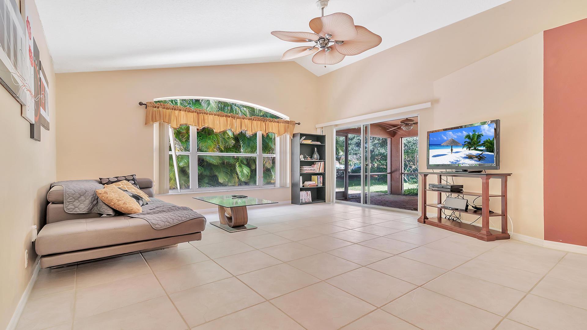 7052 Galleon Cove Riviera Beach, FL 33418 photo 3