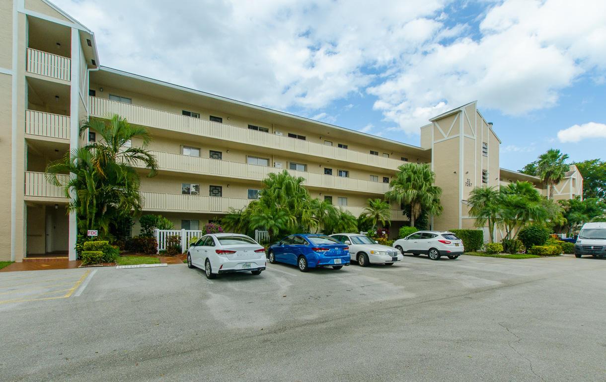 7267 Huntington Lane 206  Delray Beach, FL 33446
