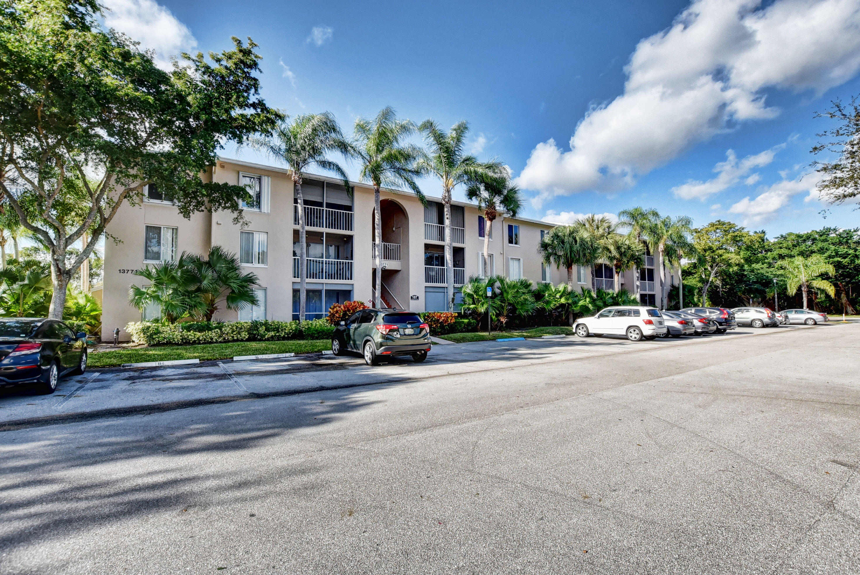 Pine Ridge At Delray Beach Condo 13771 Oneida Drive
