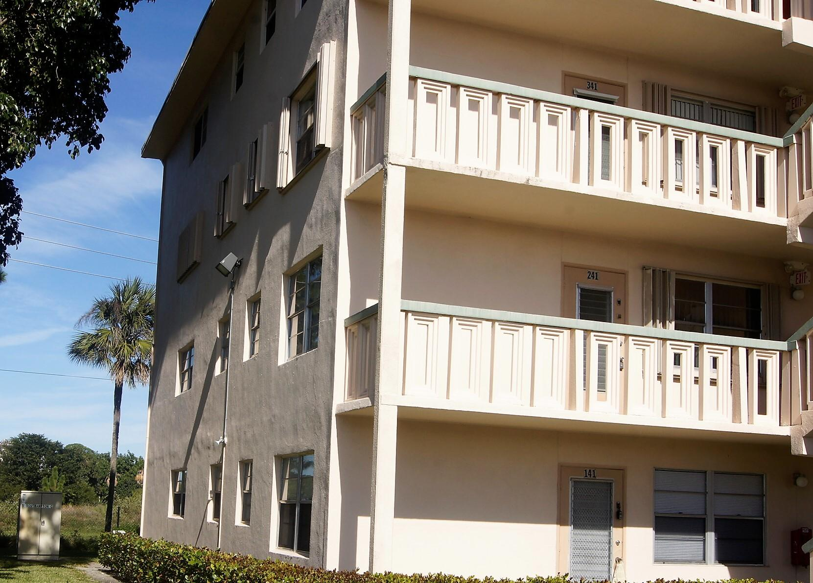 241 Southampton C West Palm Beach, FL 33417