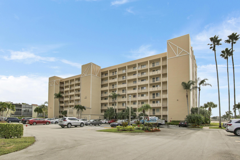 6866 Huntington Lane 705  Delray Beach, FL 33446
