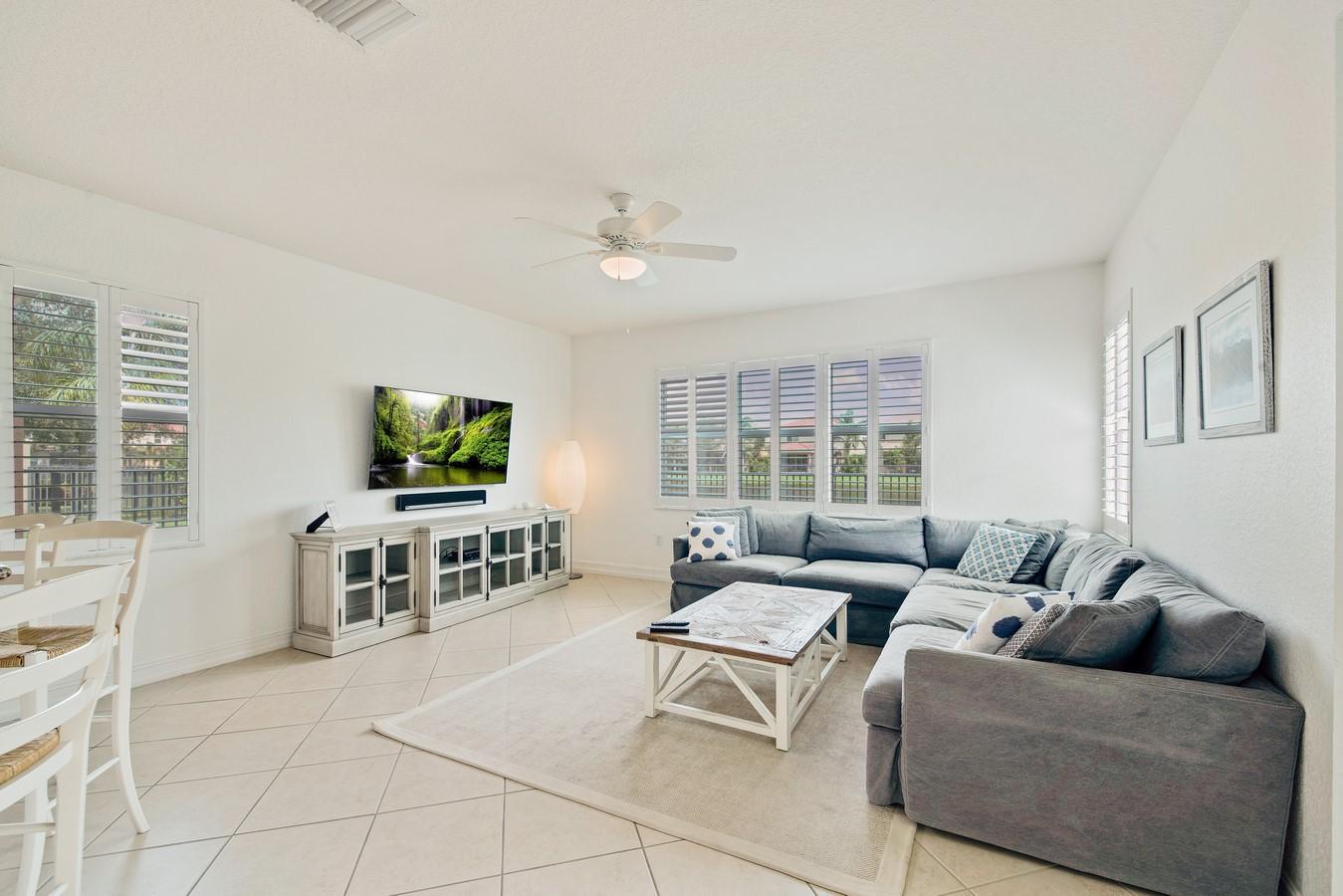 8452 Calabria Lakes Drive Boynton Beach, FL 33473 photo 15