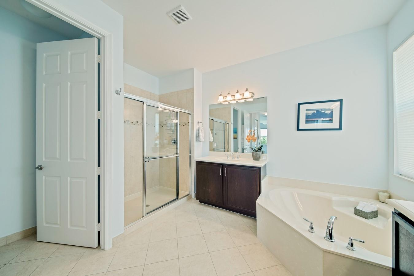 8452 Calabria Lakes Drive Boynton Beach, FL 33473 photo 24