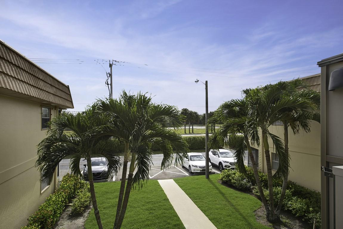 229 Saxony E Delray Beach, FL 33446 photo 19