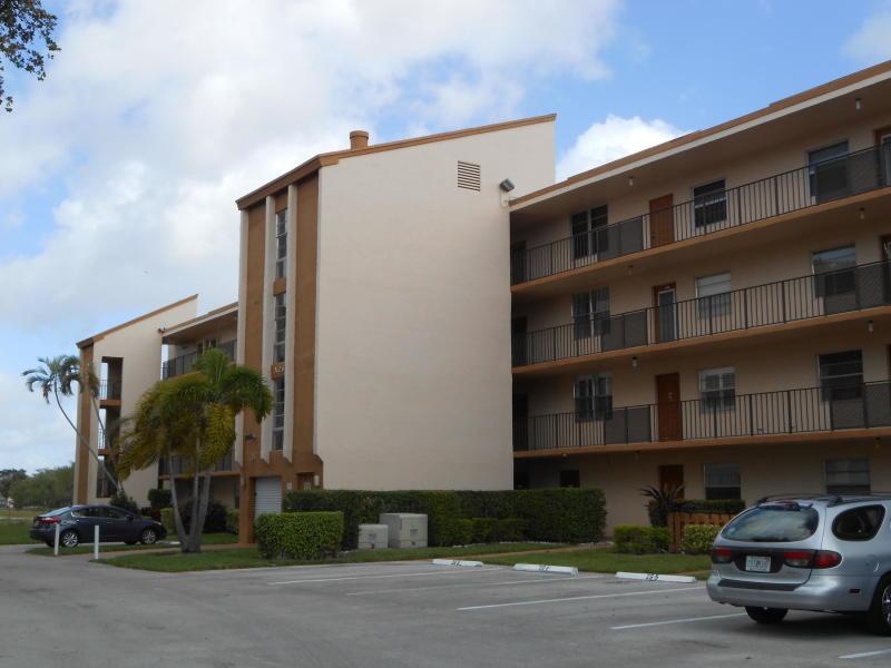 26 Abbey Lane 306  Delray Beach, FL 33446