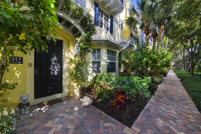 352 N Bromeliad West Palm Beach, FL 33401