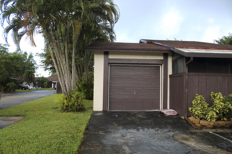 4 S Mahoris Drive Royal Palm Beach, FL 33411 photo 2