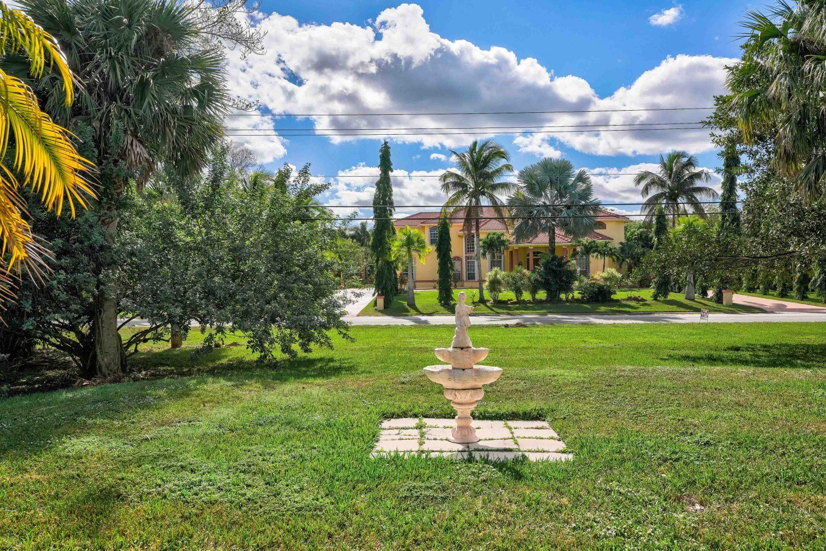 PALM BEACH COUNTRY ESTATES REALTOR