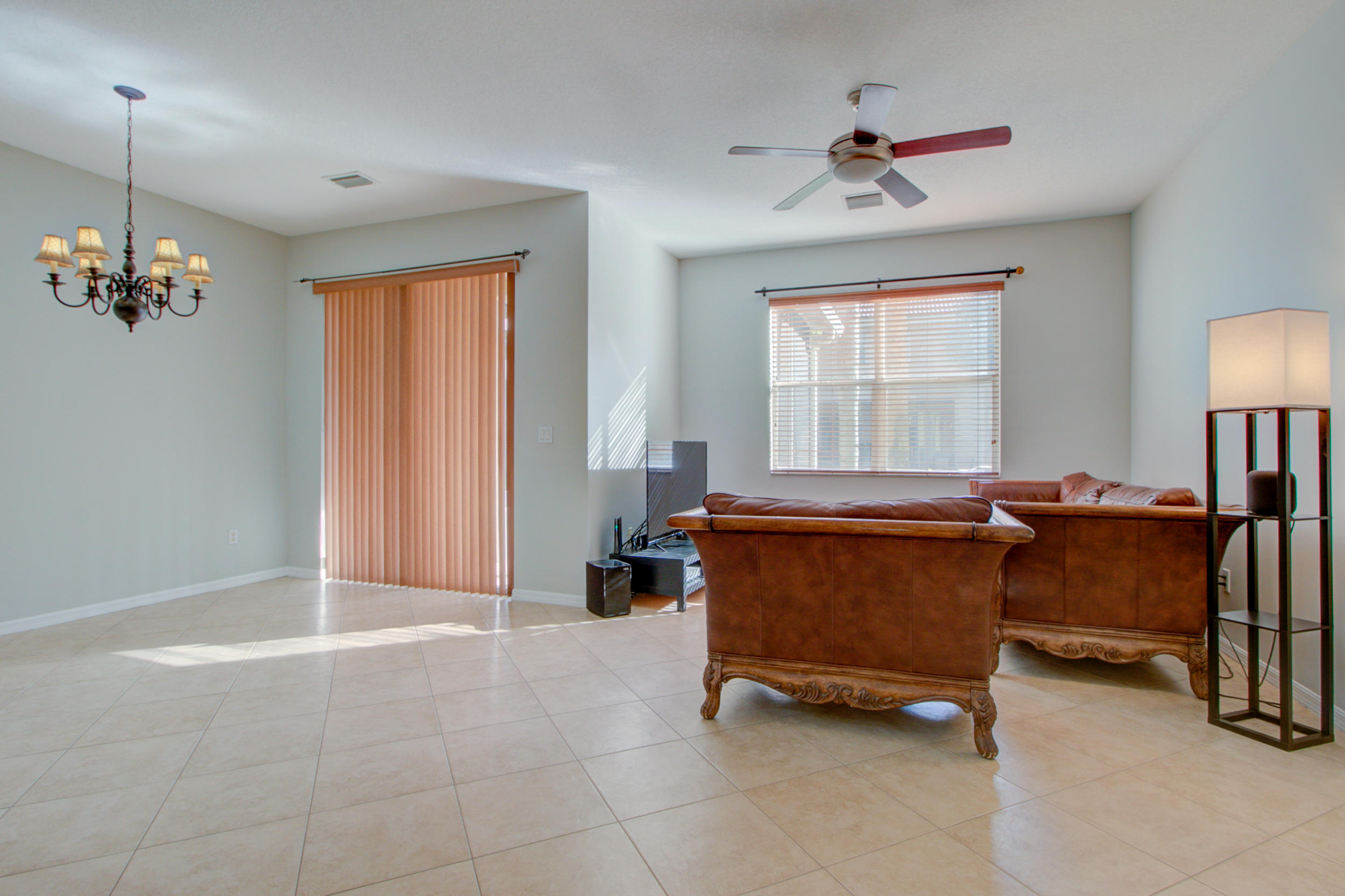 453 Rainbow Springs Terrace Royal Palm Beach, FL 33411 photo 4