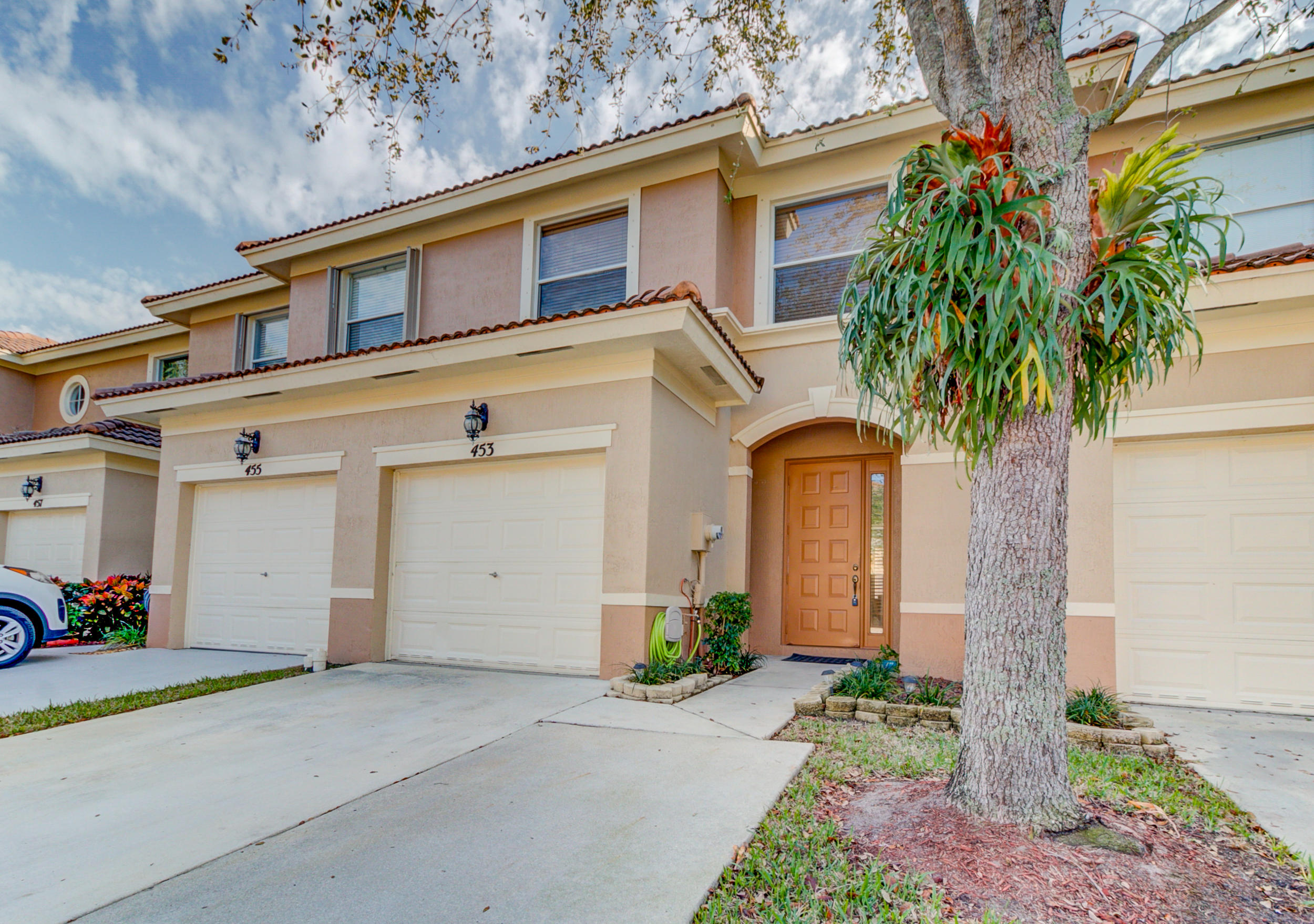 453 Rainbow Springs Terrace Royal Palm Beach, FL 33411 photo 2